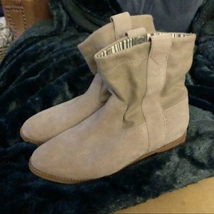 TOMS Laurel Gray Suede Pull On Ankle Boots